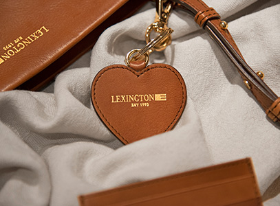 A heartfelt gift or an arm candy of natural beauty is one of the best ways to spread love this Valentine's Day. These keyrings, tote bags or card holders in refined leather age beautifully with time, just like your love.
