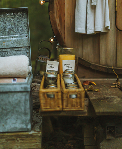 Though your sauna experience should be strictly about sweating, it's still nice to get a good scrub and an organic mud mask after your sauna.
