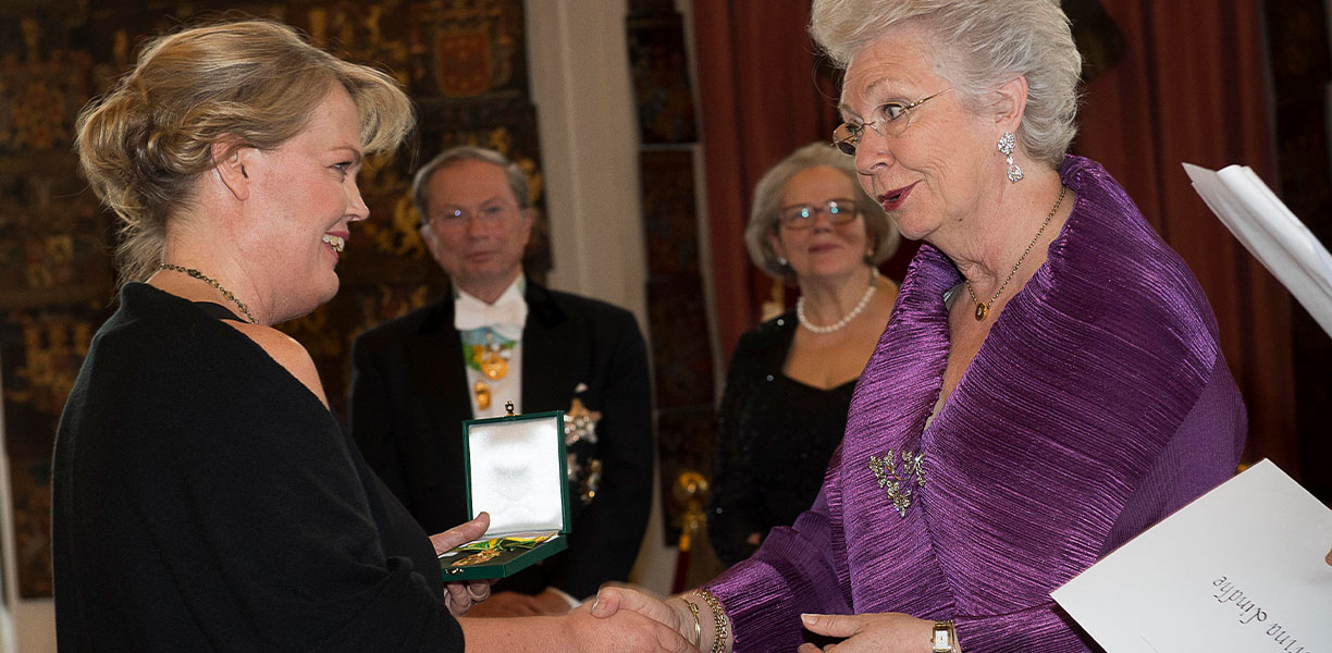 "Kristina Lindhe received the Swedish Royal Patriotic Society ""Business Medal"" from Princess Christina"