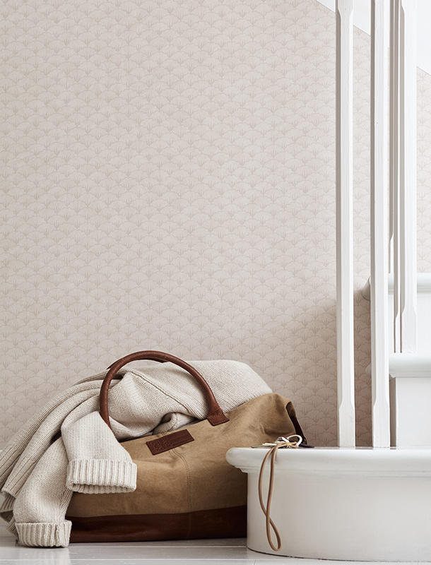Bring an attractive touch of the seaside to your stairway. Here, we've used our Herman Wallpaper with a classic mussel pattern to elevate the space. The pattern comes from a small detail in the Harriet medallion pattern that we liked so much we turned it into a wallpaper.