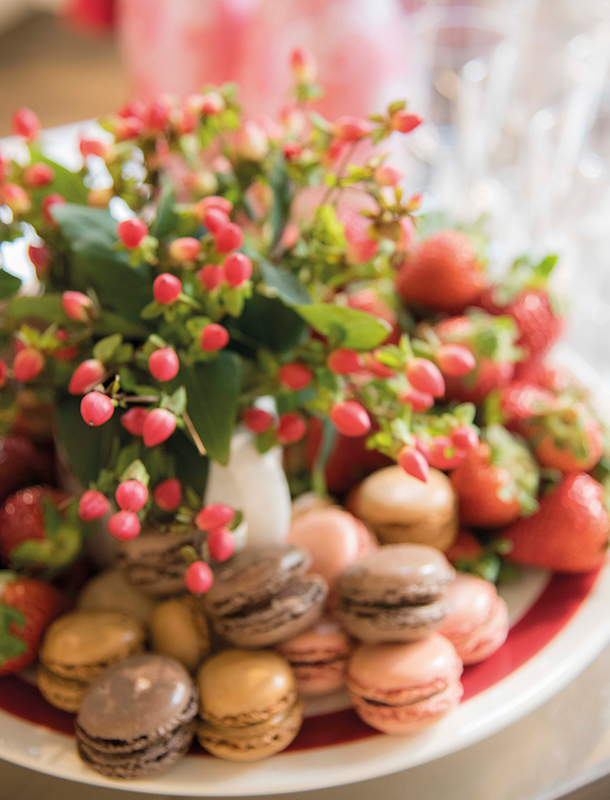 For your guest tables, opt for dual purpose centerpieces. Delicate edibles are great substitute for dry sheet cake and expensive flowers.