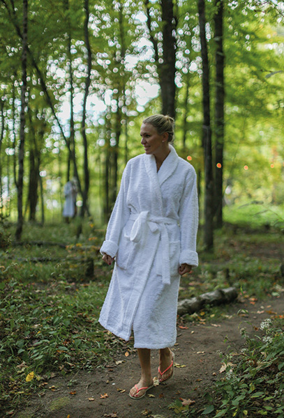 Influencer and interior stylist Andrea Brodin making her way to the popular sauna.