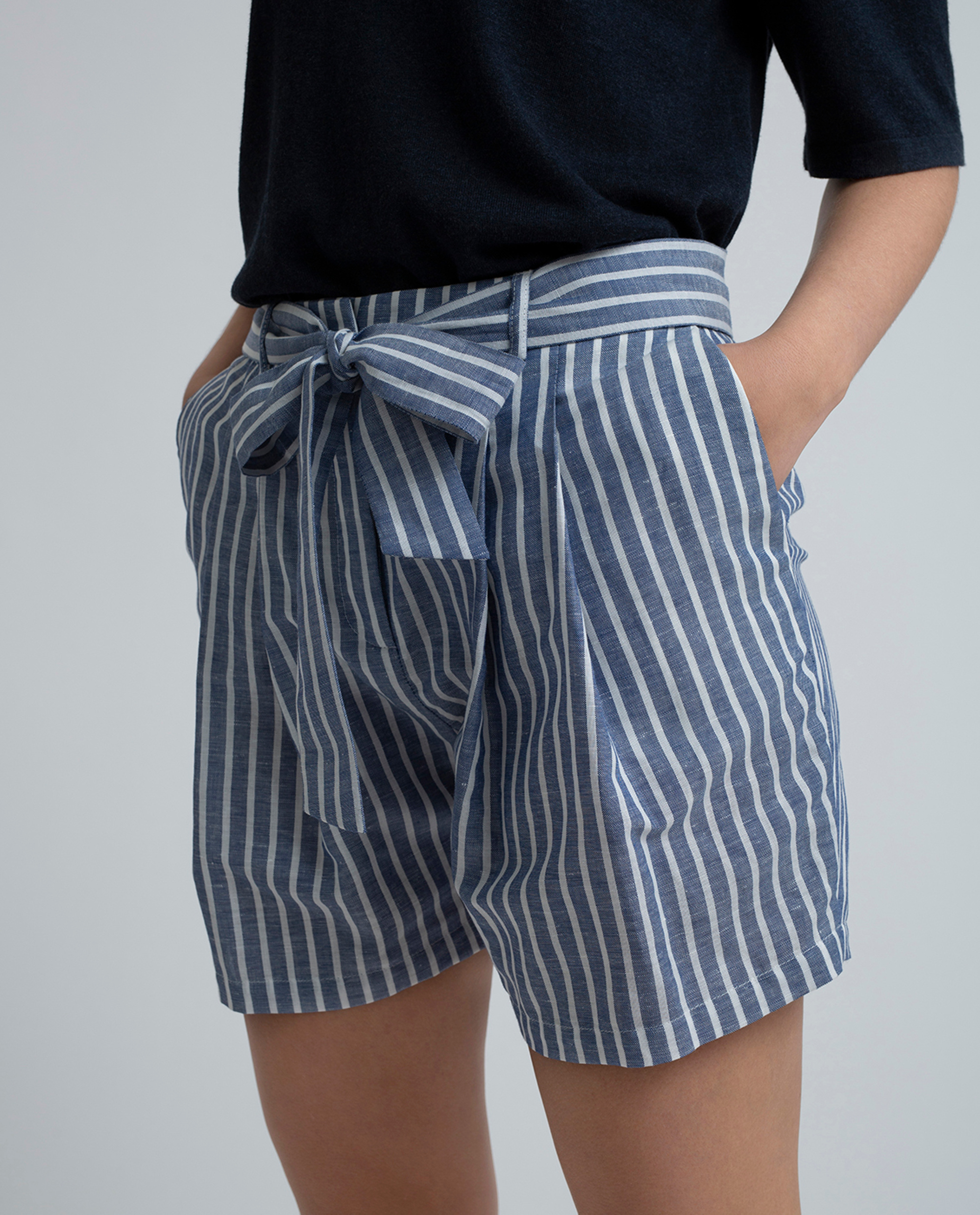 Alisa Linen Shorts, Blue/White