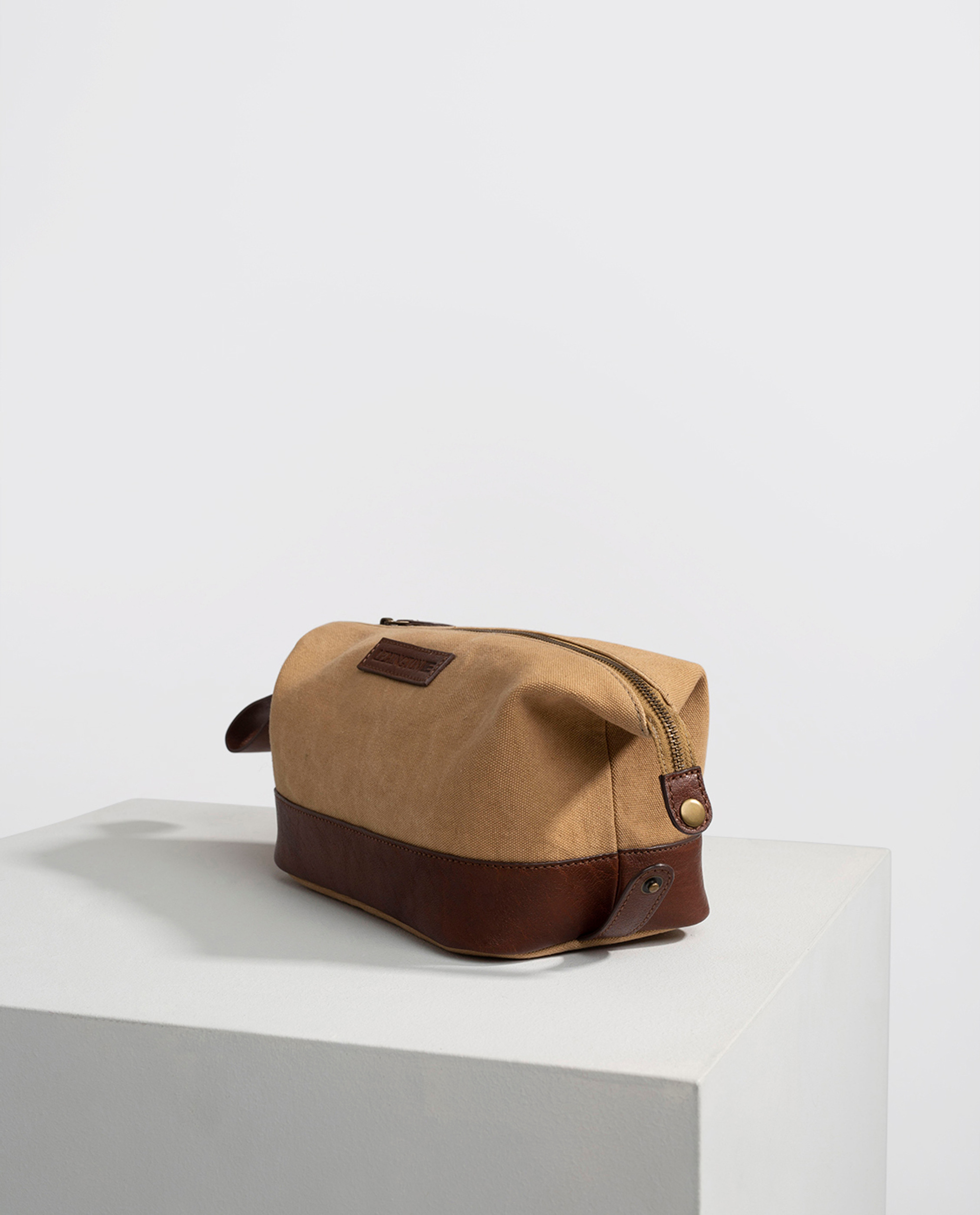 Dover Toilet Bag, Beige