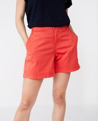 Gail Shorts, Red
