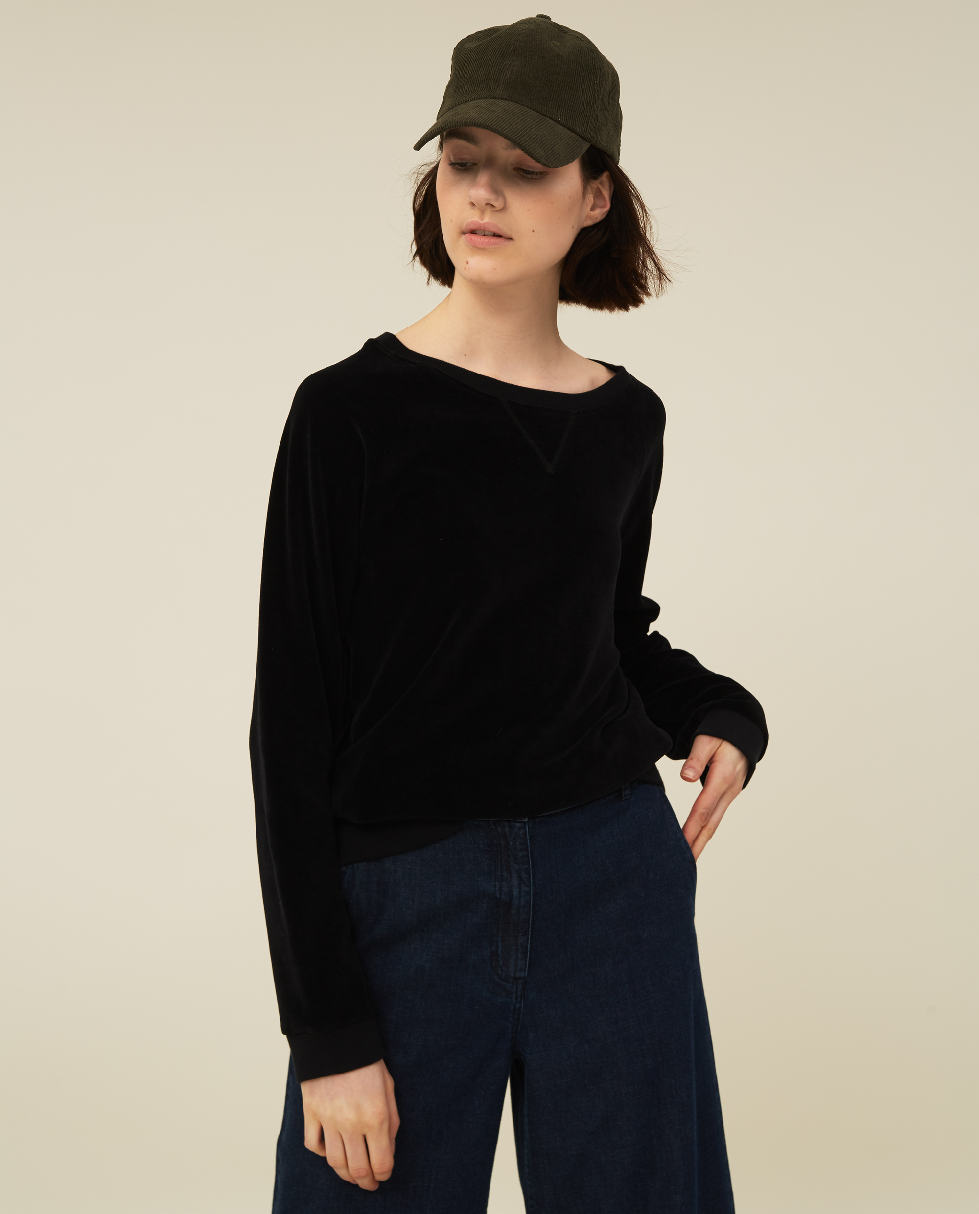 Martha Velour Sweatshirt, Black