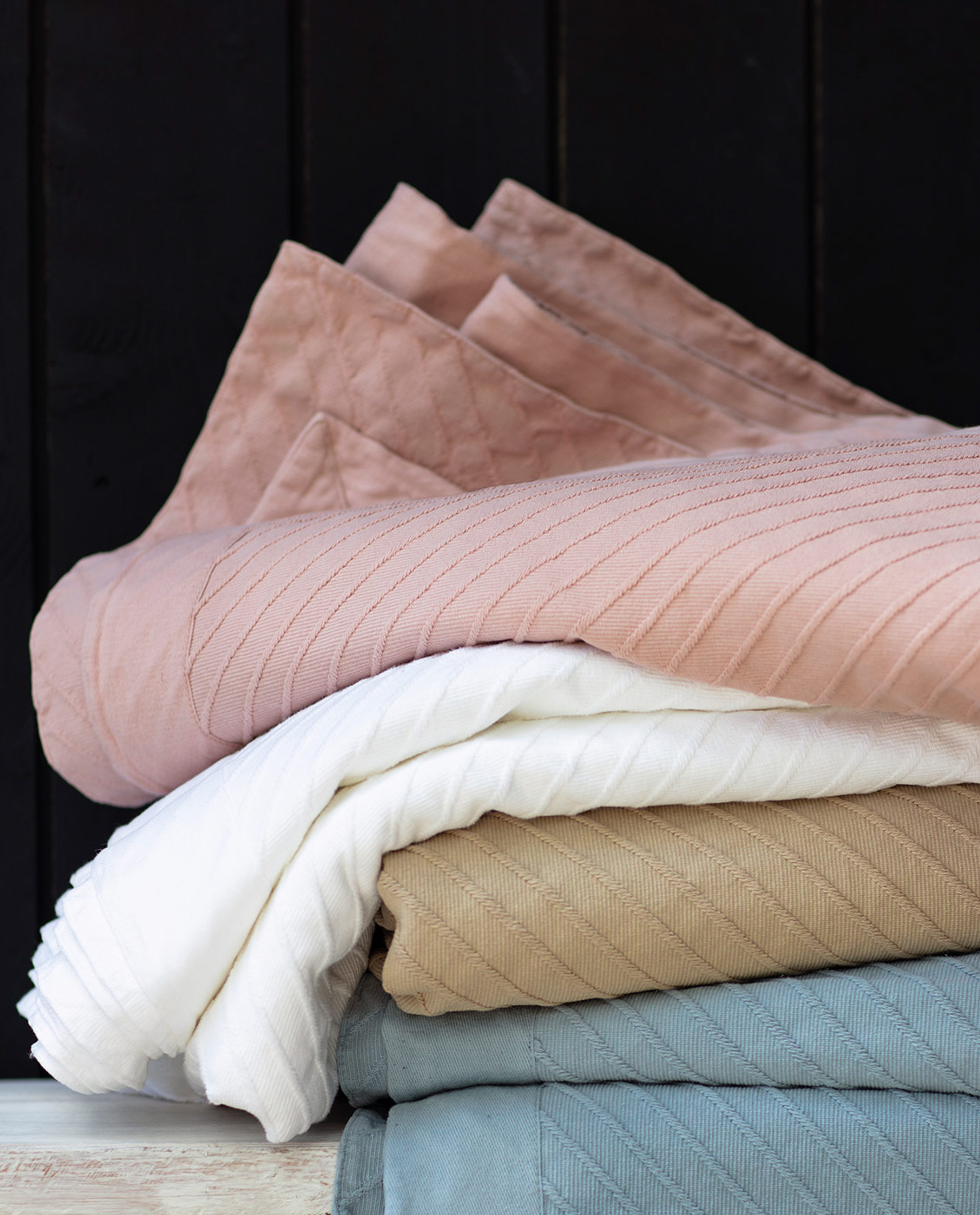 Diagonal Structured Cotton Bedspread, Pink