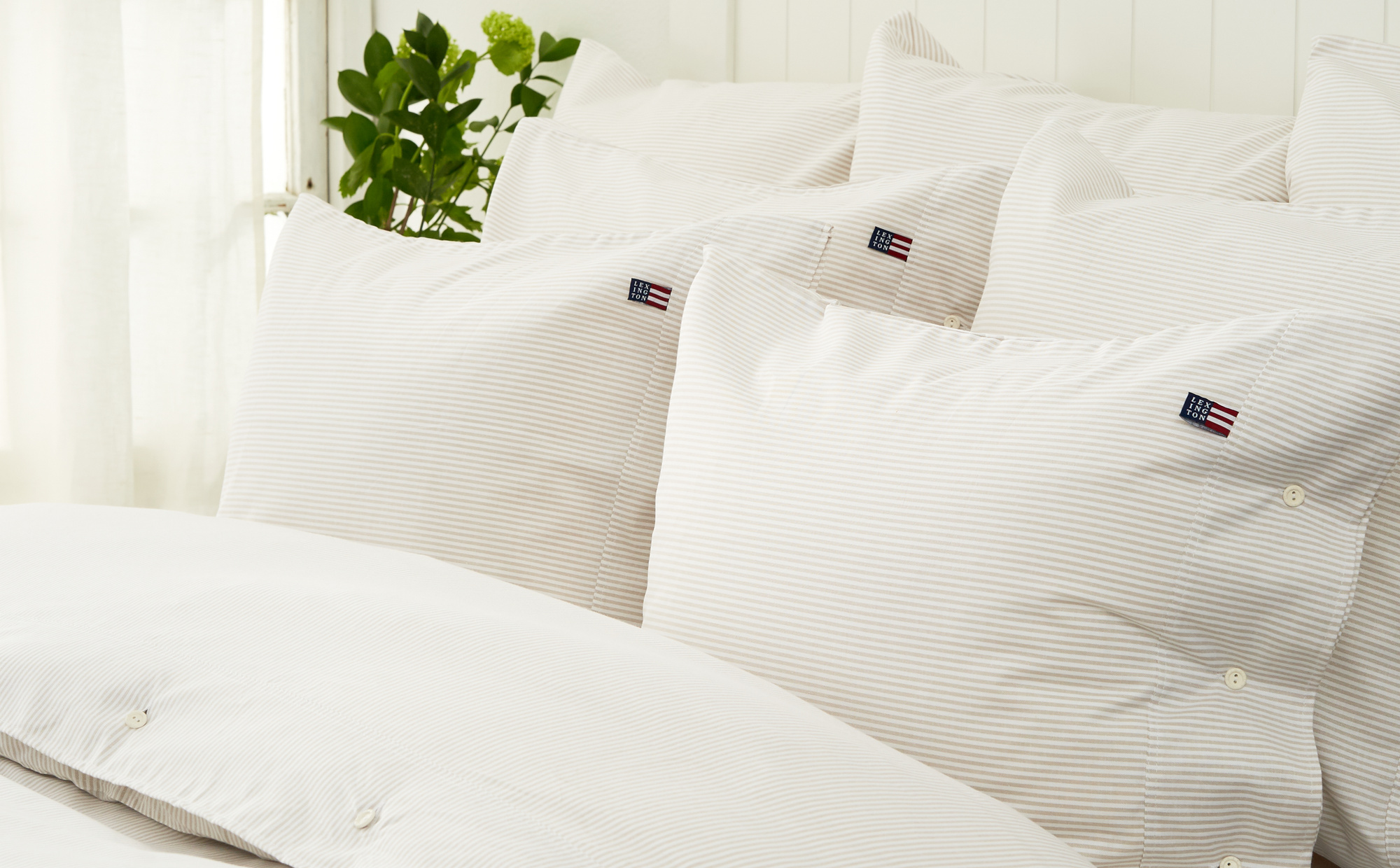 Icons Pin Point Pillowcase, Beige/White