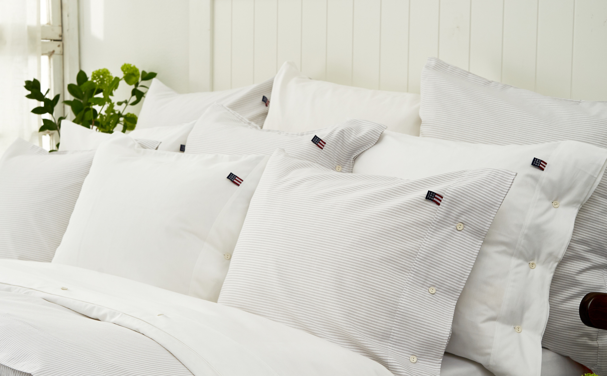 Icons Pin Point Pillowcase, Gray/White
